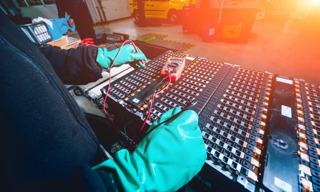 UTSKIFTNING: Ved redusert batterikapasitet kan enkeltceller byttes ut, i stedet for å skifte hele batteriet. Foto: Shutterstock