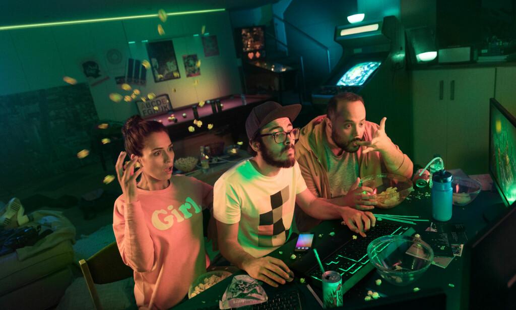 LYSENDE: Philips Hue-lyspærene kan nå sykroniseres med spill og annen underholdning på skjermen. Foto: Philips Lighting