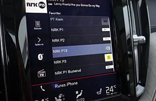 ENKEL: Deter forholdsvis enkelt å navigere i Volvos skjerm. Foto: Rune M. Nesheim