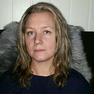 FRUSTRERT: Stine Steinsæter planla å gi et av barna GPS-klokke til jul, men i midten av januar har hun fremdeles ikke fått den til å fungere som den skal. Foto: Privat