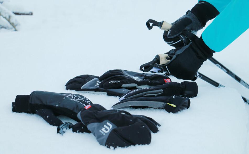 BESTE SKIHANSKER: Det fins mye å velge i, men ikke alle hanskene varmer like godt. Foto: Berit B. Njarga