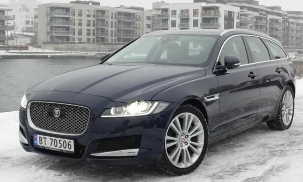 SIGNATUR: Den store grillen er blitt et signatur på Jaguar. Den finnes på alle modeller. Foto: Rune M. Nesheim