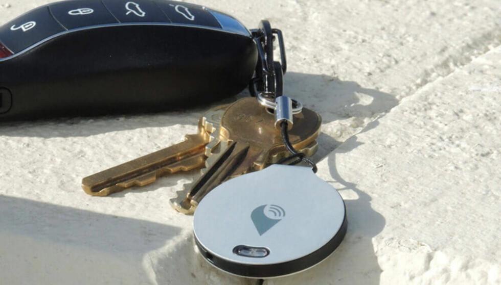 REKKER LENGER: I dag brukes Bluetooth, med en rekkevidde på 30-40 meter. Med NB-IoT kan du spore oppnøklene dine om du har glemt dem på en kafé milevis unna. Foto: TrackR