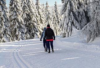 Er det greit å gå fottur i skiløypene?