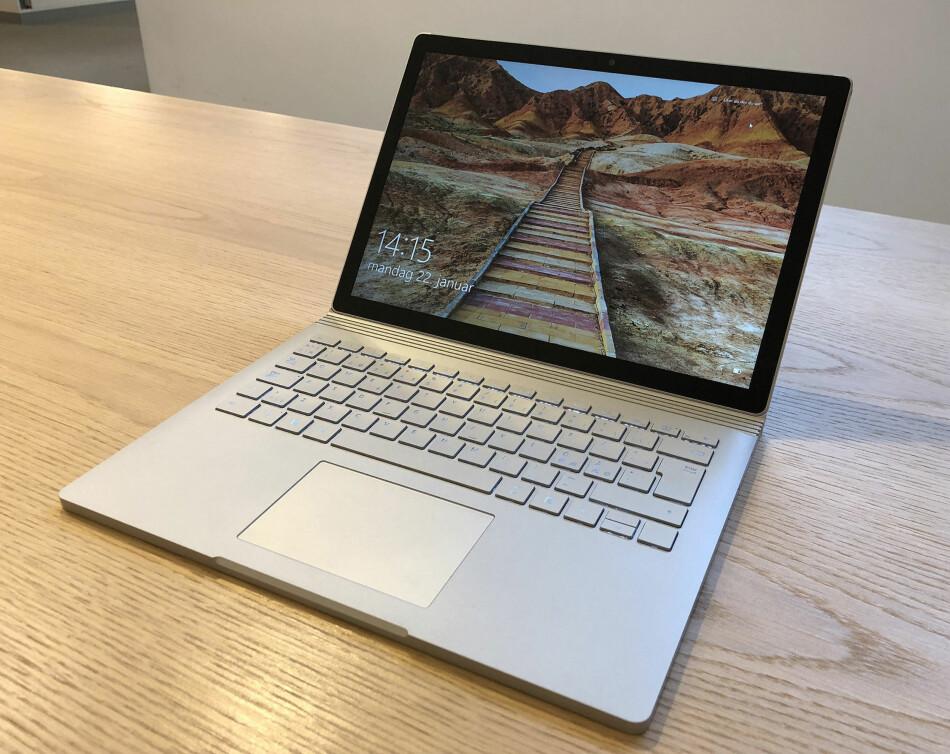 RENT OG PENT: Microsoft Surface Book 2 har kvittet seg med de fleste barnesykdommene og er blant de aller beste 2-i-1 PC-ene vi har testet noensinne. Foto: Bjørn Eirik Loftås