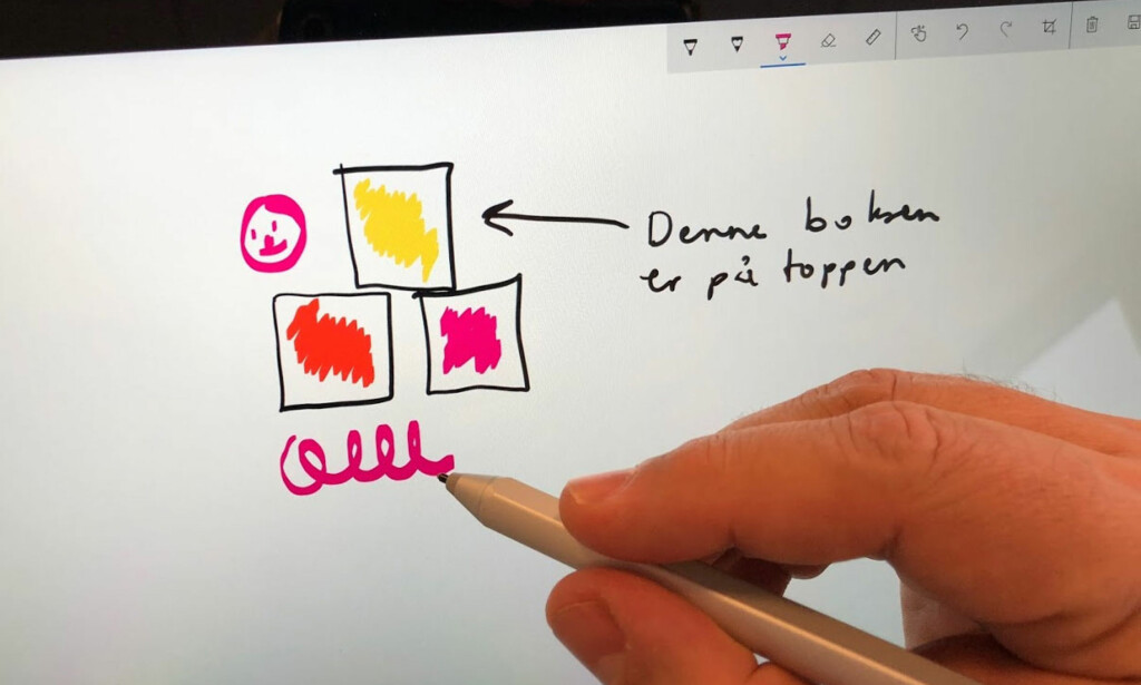 ENKELT: Pennen endrer tykkelsen på streken etter hvor hardt du trykker den mot skjermen. Det er fortsatt en liten forsinkelse til strekene tegnes opp, men tar du det litt rolig er ikke treg opptegning lenger noe stort problem. Foto: Bjørn Eirik Loftås