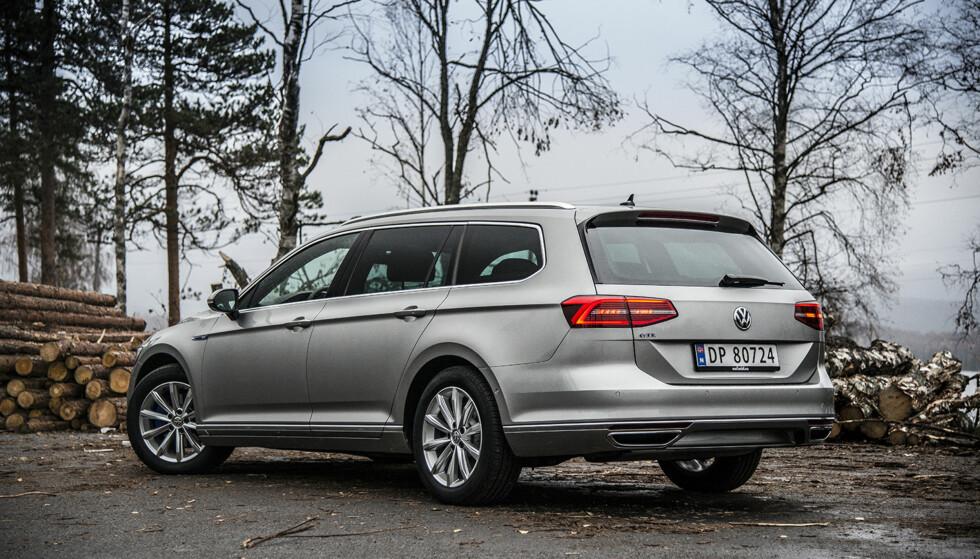 MELLOMKLASSEVINNER: Volkswagen-konsernet er suverene i D-klassen, med både VW Passat (bildet), Skoda Octavia og Skoda Superb på topp 3-listen for 2017. Foto: Jamieson Pothecary