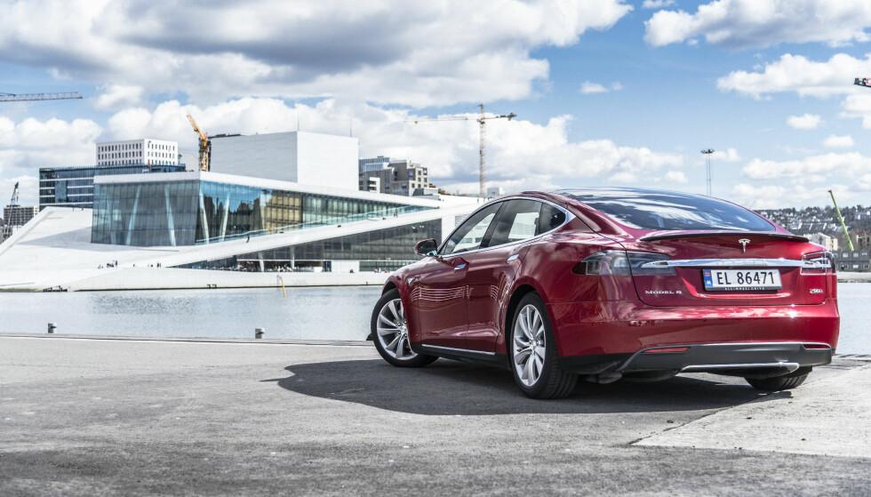 ELBILFAVORITT: Mange nordmenn har kjøpt Tesla Model X, siden den ble introdusert i 2012. Foto: Jamieson Pothecary