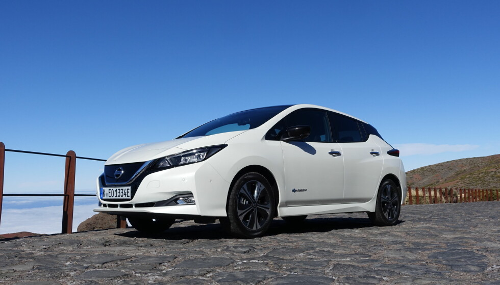 TOPPSELGER: Nissan Leaf er ikke bare den mest solgte elbilen i Norge i år, det er også den mest solgte bilmodellen etter fem måneder . Men i mai gikk VW Golf forbi den igjen. Foto: Knut Moberg