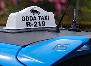 TAKPRYD: RS-vinge og taxiskilt på taket er ingen vanlig kombinasjon. Foto: Paal Kvamme