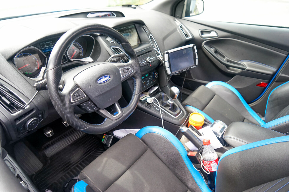 INTERIØR: Recaro-stoler, turbotrykksmåler, speedometer som går til 300 km/t - og takstameter... Foto: Paal Kvamme