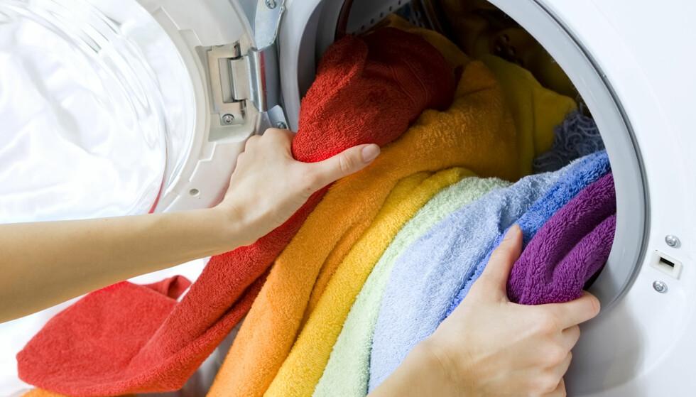 KOMBINERT: Vask og tørk i samme maskin sparer plass. Men fortsatt er det noen svakheter med denne løsningen i forhold til tradisjonelle maskiner i to deler. Foto: Kalcutta/Shutterstock/NTB scanpix