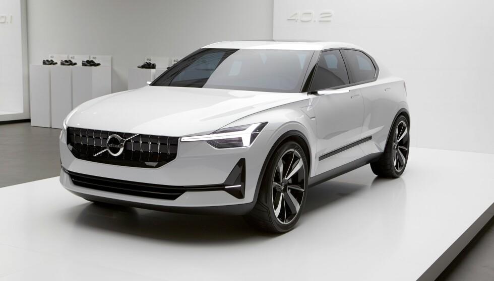 <strong>OMTRENT SLIK:</strong> Konseptbilen Volvo Concept 40.2, som ble vist våren 2016, viser ifølge vår informasjon omtrent hvordan den kommende elbilen til Volvo vil se ut. Den har sedanfasong, men er i virkeligheten en kombi med bagasjeluke. Foto: Volvo Cars