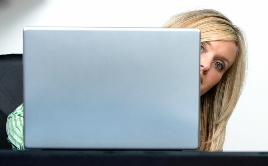 RARE BLIKK? Hender det seg at PC-en din plutselig begynner å spille lyd, har Chrome en kjekk ny funksjon på lur. Foto: Shutterstock/NTB Scanpix