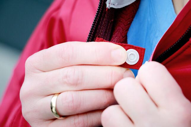 LUFTEKNAPP: Holder jakka på plass selv om du vil lufte. Foto: Ole Petter Baugerød Stokke