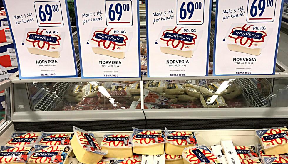 TILBUD: Kilostykker med Norvegia-ost koster bare 16 kroner mer enn halvkilostykker på Rema 1000. Foto: Tore Neset