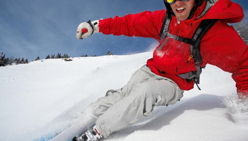 PUDDERFØRE: Skal du ha med dine egne ski på flyreisen, krever noen flyselskap at du forhåndsbestiller plass. Og det koster å sende ski og annen spesialbagasje ... Foto: Cultura Motion/Shutterstock/NTB scanpix.