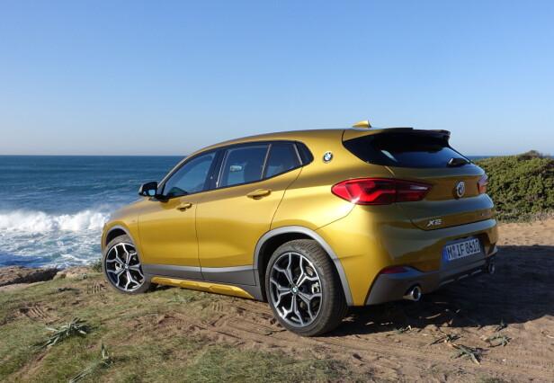 DESIGN-MIKS: For å gå i clinch med Mercedes-Benz GLA satser BMW på en schizofren fremtoning med sin X2: Her har vi en del SUV, en del kombikupé og en del sportsbil. Foto: Knut Moberg