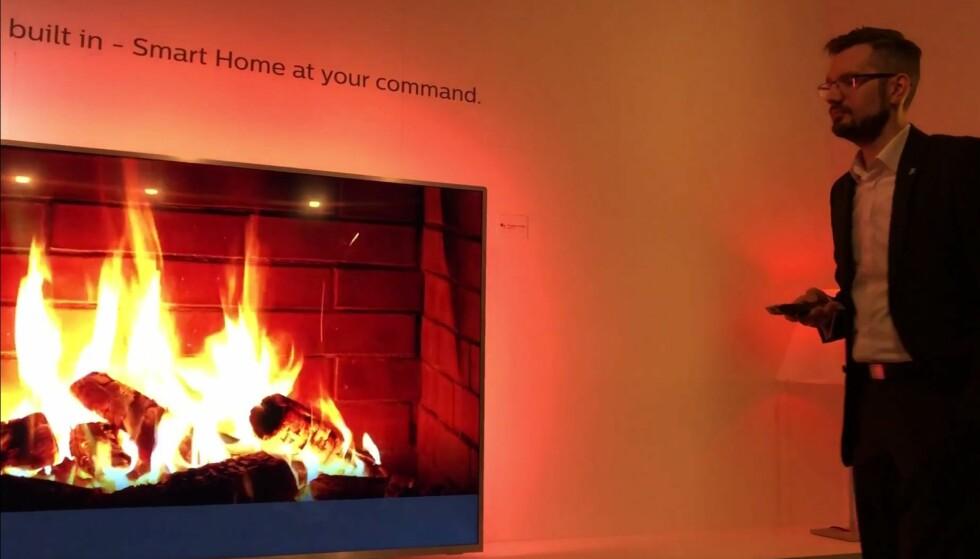VIRTUELL PEISKOS: Hvem trenger peis når du kan be TV-en finne en virtuell peis på YouTube? Foto: Bjørn Eirik Loftås
