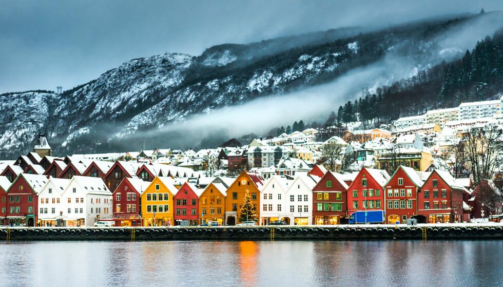 OPP I BERGEN: Eiendom Norges boligprisstatistikk for januar viser at boligprisene er lavere enn for ett år siden, selv om prisene øker med to prosent i årets første måned. Av de norske byene hadde Bergen (på bildet) den sterkeste prisutviklingen i januar med en oppgang på 3,9 prosent Foto: Shutterstock/NTB scanpix.