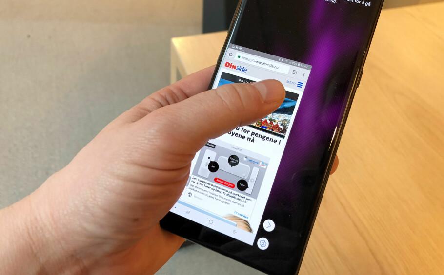 FOR STOR? Har du problemer med å rekke over skjermen med én tommel, finnes det en rekke smarte triks. Foto: Pål Joakim Pollen