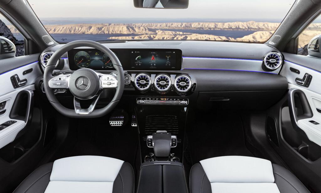 NYE TIDER: Det er en helt ny stil på interiøret på nye A-klasse. Foto: Daimler AG