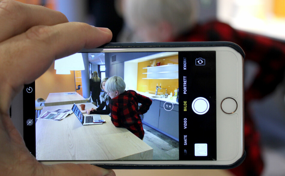 PROBLEMATISKE FILER: Etter iOS 11 lagrer kamera-appen på iPhone bildene i et nytt filformat som foreløpig ikke er veldig kompatibelt. Men du kan velge JPG istedenfor. Foto: Bjørn Eirik Loftås