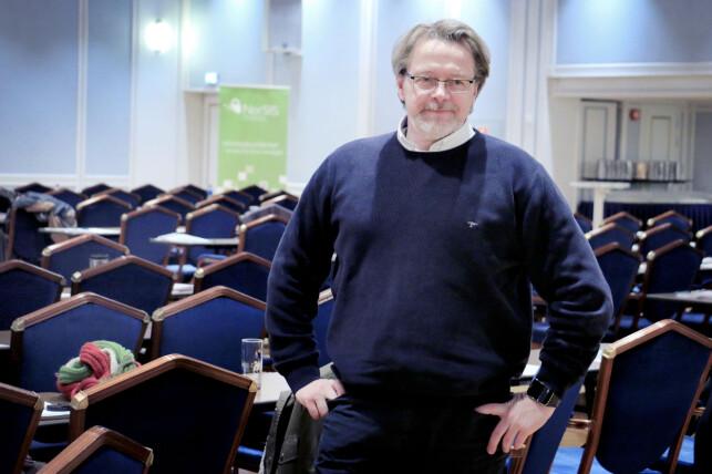 BEKYMRET: Fagdirektør Atle Årnes i Datatilsynet liker ikke at svært mange nettsider nå logger brukerne sine automatisk inn. Han synes ikke de har noe med hvem han er, eller hva han gjør, om han ikke trenger funksjonene innloggingen gir. Foto: Ole Petter Baugerød Stokke