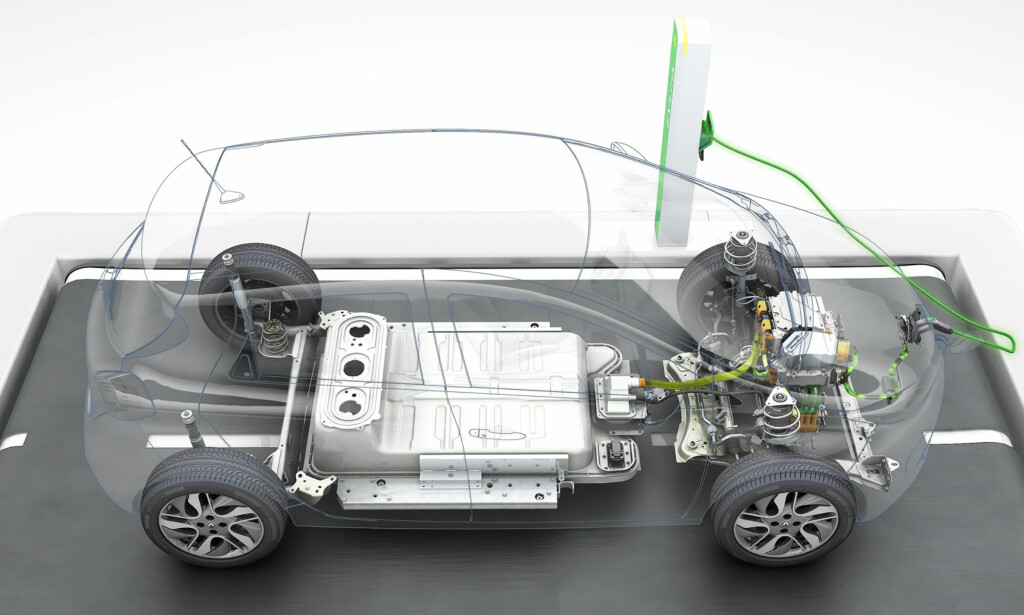 STORT OG TUNGT: Batteriet sitter på undersiden av bilen og holder 400 volt. Foto: PagécranGroupe/Renault