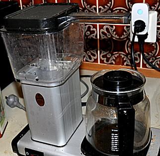 SIKKERHET: Kaffetraktere er kilde til brann. Dermed er det fint å sørge for at den er koblet fra når du ikke bruker den. Foto: Tore Neset