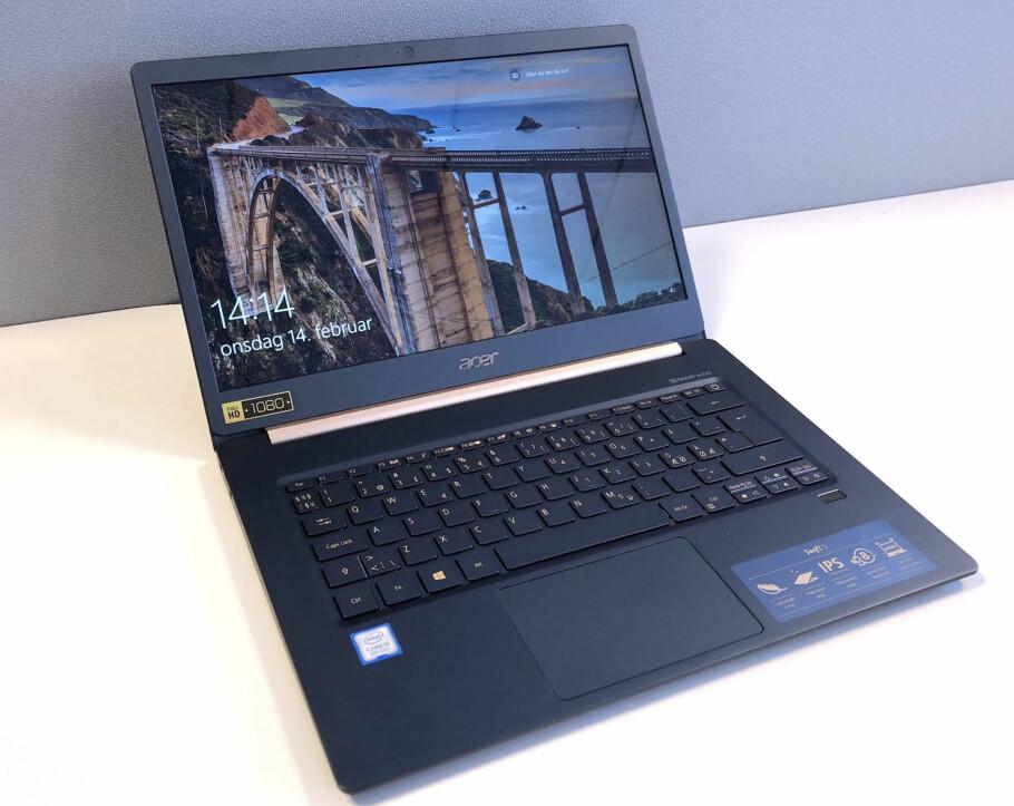 970 GRAM: Det er første gang vi har testet en PC med 14 tommer skjerm som veier under én kilo. Foto: Bjørn Eirik Loftås
