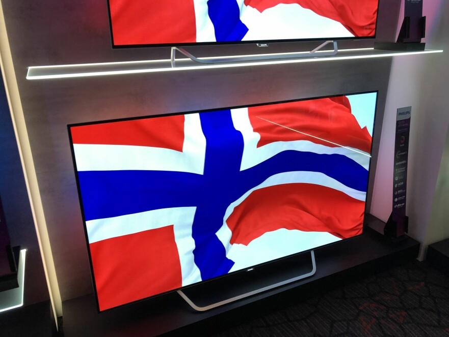 STØRRE OG STØRRE: Nordmenn elsker store TV-er. OLED-modellen fra Philips på bildet er på 65-tommer, som blir en stadig mer populær størrelse. Foto: Bjørn Eirik Loftås