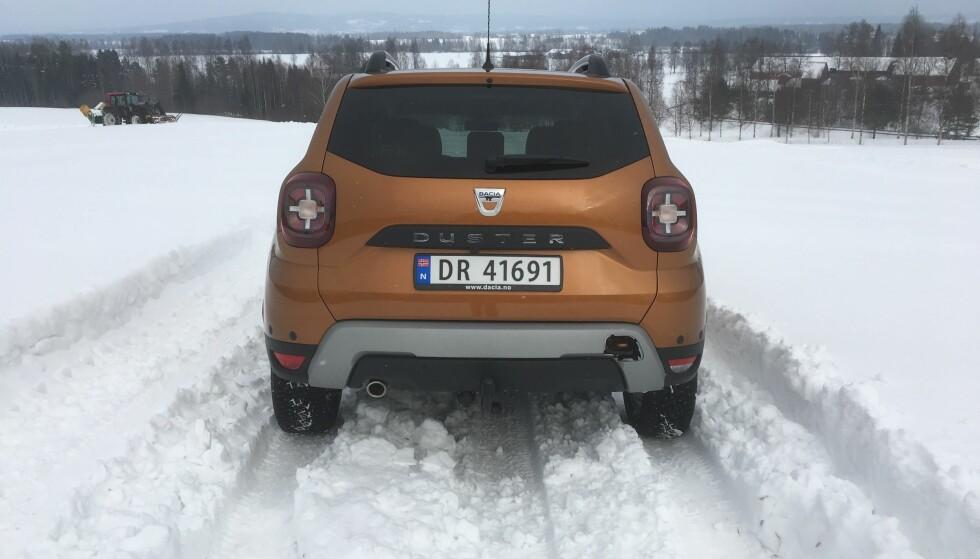 <strong>KARER SEG FREM:</strong> Med 21 centimeter bakkeklaring og firehjulsdrift takler Dacia Duster også mer krevende vinterforhold enn her. Foto: Knut Moberg