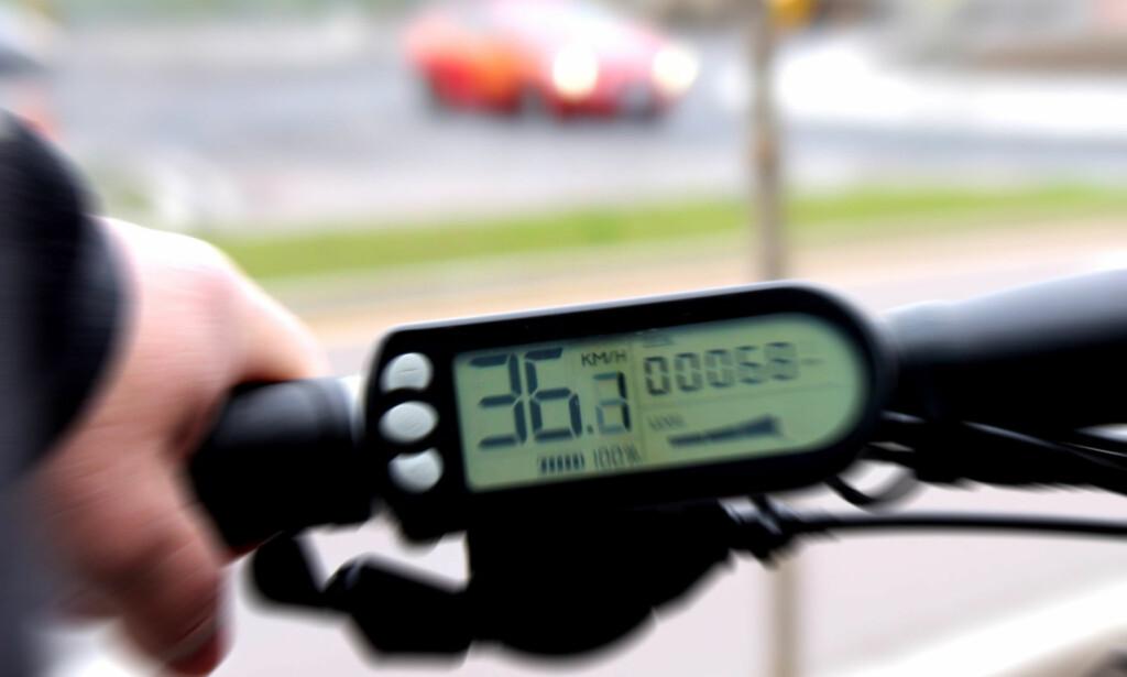 FORTERE: Den danske regjeringen vil åpne sykkelfeltene for at elsykler med motor som hjelper til også over 25 kilometer i timen. Foto: Tore Neset