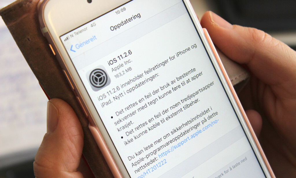 OPPDATÉR NÅ: Apples nyeste oppdatering til iPhone fikser en alvorlig meldingsfeil. Foto: Kirsti Østvang