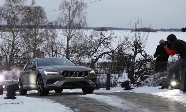 LANSERES: Her entrer nye Volvo V60 scenen i oppkjørselen til luksusvillaen utenfor Stockholm i Sverige. Foto: Øystein Fossum