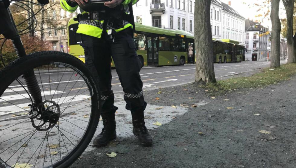 LITEN RISIKO: Det er ikke ofte du ser politiet foreta rutinemessige kontroller av tråsykler. Og skulle du bli tatt, er det vanskelig å oppdage at du har tuklet med sykkelen din. Foto: Politiet