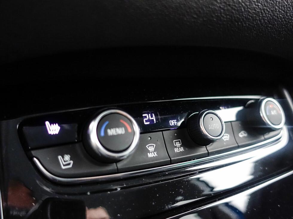 ENKELT: Funksjonell betjening av klimaanlegget. Pluss for knapper som kan betjenes med hansker på. Foto: Rune M. Nesheim