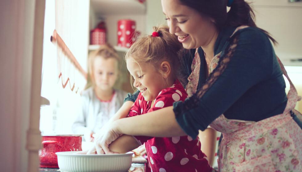 PENSJON FOR HJEMMEVÆRENDE FORELDRE: Dersom du er hjemme og tar vare på barn under seks år, har du rett til omsorgsopptjening. Det samme gjelder hvis du tar vare på en syk, gammel eller funksjonshemmet person som du enten er i familie med eller ei. Foto: Alena Ozerova/Shutterstock/NTB scanpix.