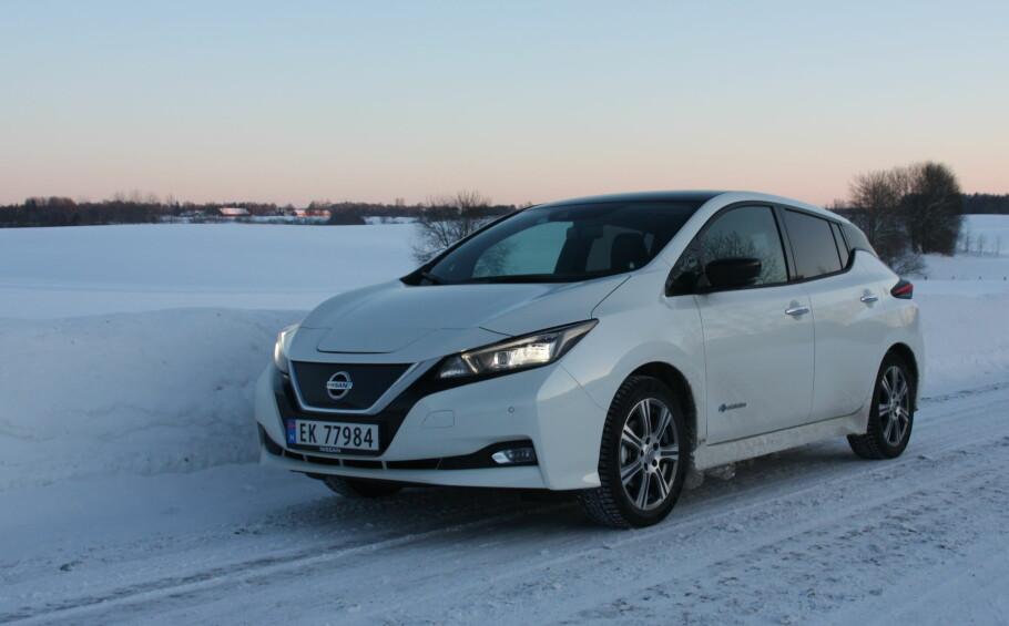 FABELAKTIG SUKSESS: Nissan er ikke blant elbilprodusentene som sliter med å levere og bare i mars ble det registrert over 2000 nye Nissan Leaf. Dermed er ikke bare Leaf månedens toppmodell, men også modellen som er mest registrert av alle hittil i år. Foto: Knut Moberg