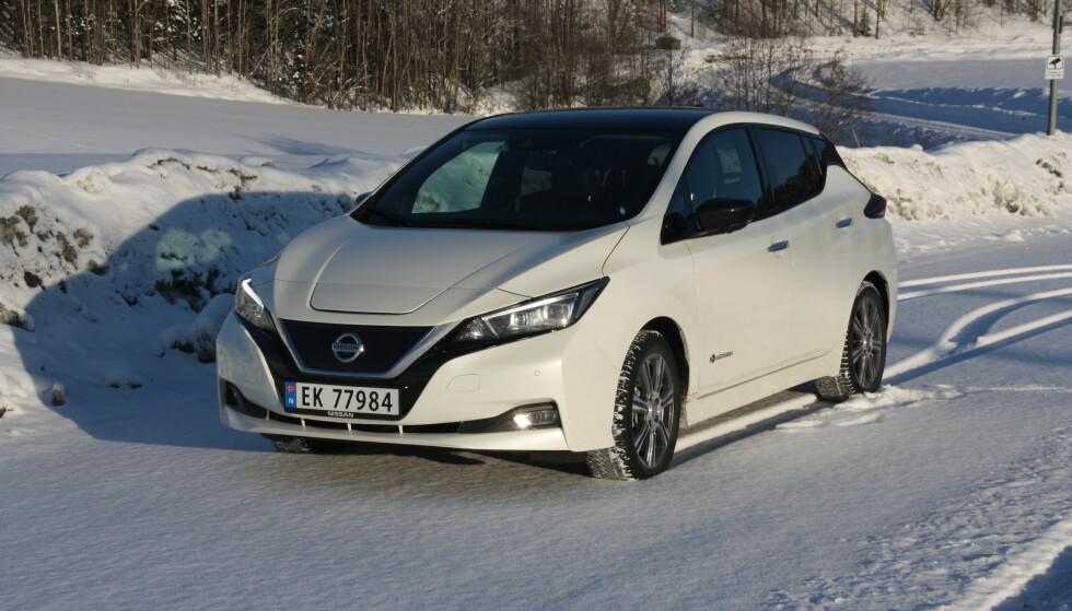 <strong>HISTORISK:</strong> Nissan Leaf er Norges klart mest solgte bilmodell så langt i år uansett drivstoff og totalt var det i utgangen av november blitt registrert over 50.000 Leaf (1. og 2. generasjon), her i landet. Foto: Knut Moberg