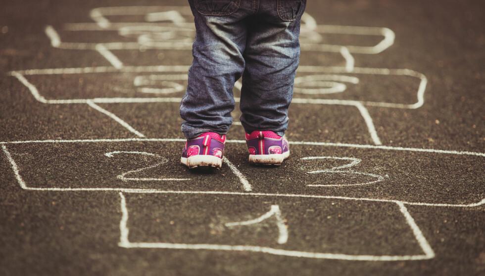 ØKER: Fra september av økes barnetrygden for de minste barna med ytterligere 300 kroner i måneden. Foto: Shutterstock / NTB