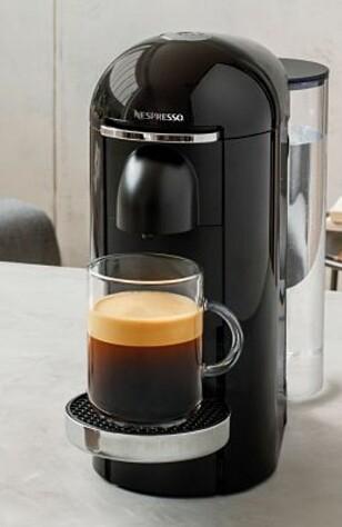 ÉN KNAPP: Du trenger ikke velge kaffestørrelse på den nye Vertuo-maskinen, det gjør den for deg ved å lese av en strekkode på kaffekapselen. Foto: Produsenten