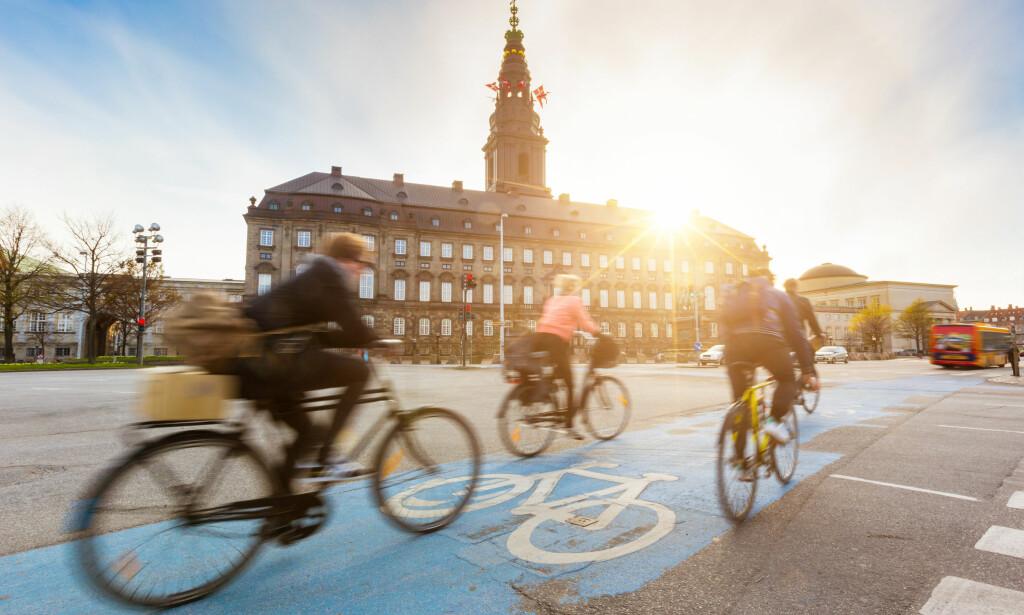 LOV: Å sykle med elsykkel som kutter motoren ved høyere fart enn 25 kilometer i timen kan bli tillatt på danske sykkelveier. Førerkort og registrering skal ifølge forslaget ikke kreves lenger. Foto: William Perugini/Shutterstock/NTB scanpix