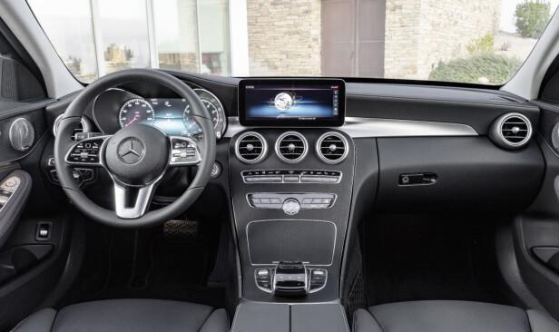 OPPGRADERT: I interiøret i C-klasse anno 2018 er det snakk om detaljforbedringer. Foto: Daimler AG
