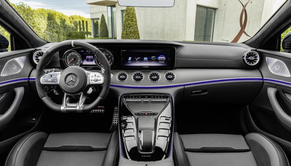 SPORTSLIG: Interiøret i GT er i motsetning til CLS ikke lånt fra S-klasse, men har et mye mer markant GT-preg. Foto: Daimler AG