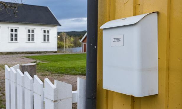 RIKTIG MERKING: Fullt navn på personene som bor i boligen, eller bare familiens etternavn, skal stå foran på postkassen, ikke på lokket. Foto: Tor Erik Schrøder/NTB scanpix.