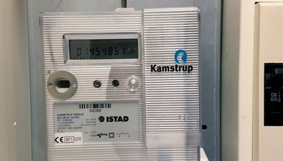 DEN NYE: Rundt halvparten av norske husstander har så langt fått installert en slik. Måleren sender automatisk data om strømforbruket ditt. Foto: Privat