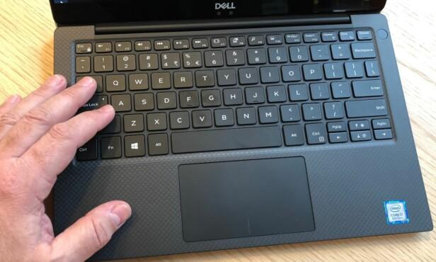 STORT NOK: Du finner nok tastaturer som er litt større på en del 13,3-tommere, men vi har ingen problemer med lange skriveøkter med touch-metoden på Dell XPS 13. Foto: Bjørn Eirik Loftås