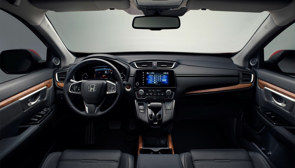 SOBERT: Interiøret i nye CR-V er langt fra revolusjonerende, men virker harmonisk og oversiktlig. Foto: Honda